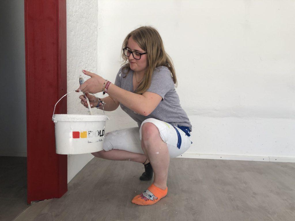 Lea Schibli, die fleissige Malerin bei Glädus.