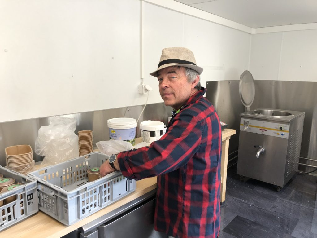Peter Glatz (Glädu) produziert feine Glace.