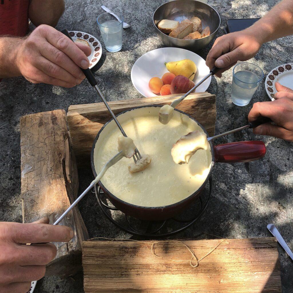 Glädus Fondue schmeckt auch im Sommer ganz ausgezeichnet.