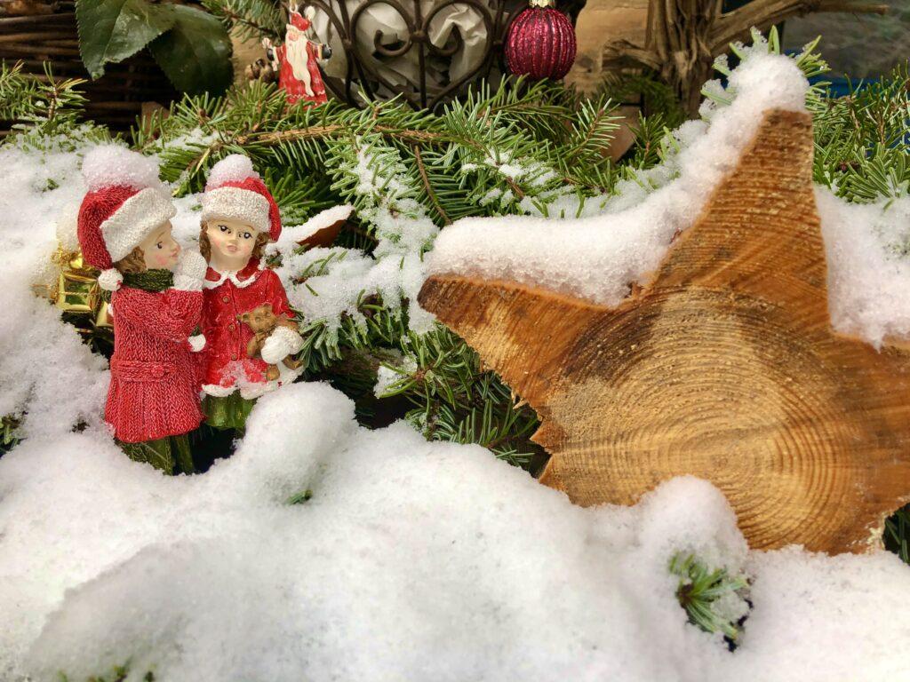 Weihnachtsdeko bei Glädus Lädeli im Lindental.