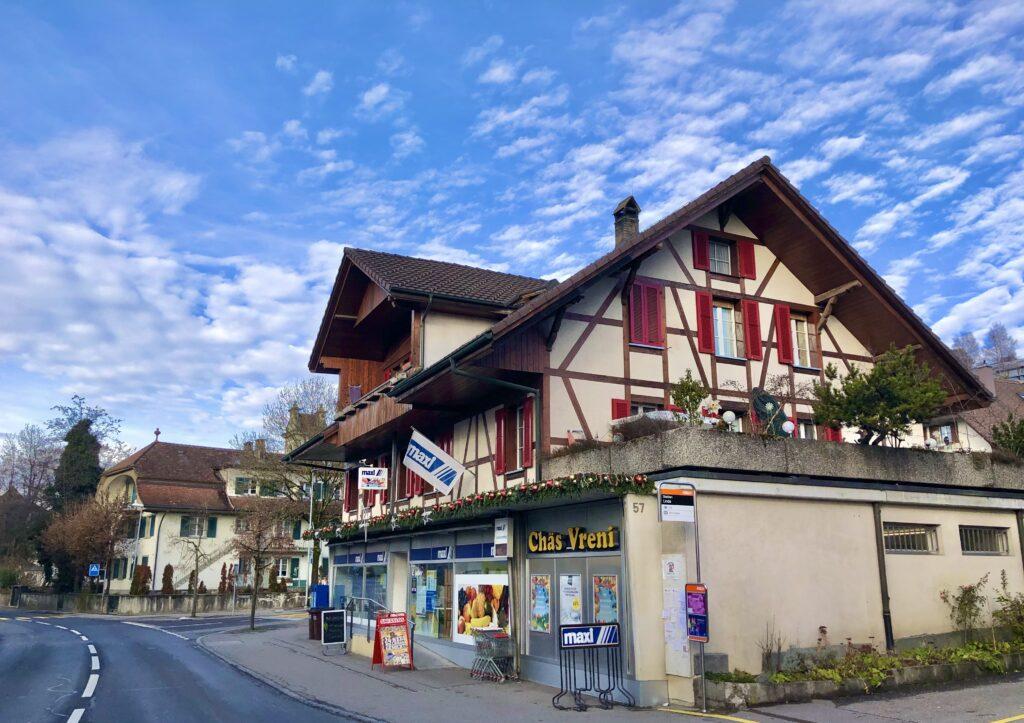 In Stettlen kauft man Glädus Fondue beim Chäs Vreni im MAXI Laden.